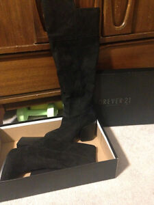Brand new Forever 21 heeled boots black size 8