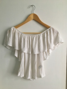 Set of off-the-shoulder tops (4)