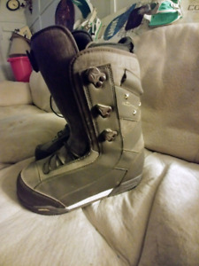 Atomic womens snowboard boots size 8.5