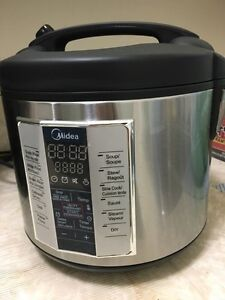 Rice cooker (with box/almost new one)