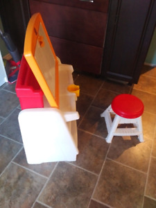 Step 2 drawing desk with stool