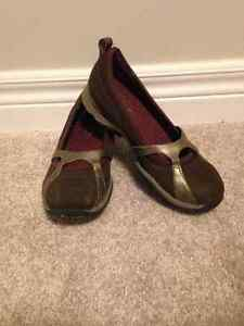 Shoes size 5 London Ontario image 1