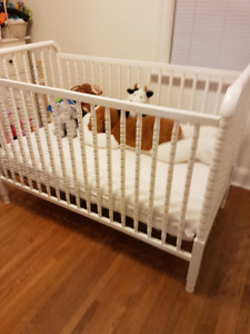 Baby Crib & water resistent cover
