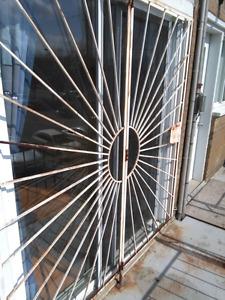 Grillage sécurité porte patio en fer forgé