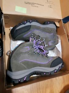 Hi-Tec hiking shoes women 7.5