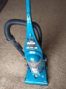Selling BISSELL Upright Vacuum