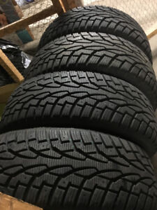 Mint Condition Uniroyal 195/65/15 Winter Tires!! LIKE NEW