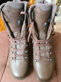 Mens size 10 brown army boots