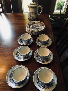Hutschenreuther China Scalloped Blue Onion Tea/Coffee Set