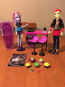 MONSTER HIGH DOLL HOME ICK PLAYSET with ABBEY and HEATH dolls