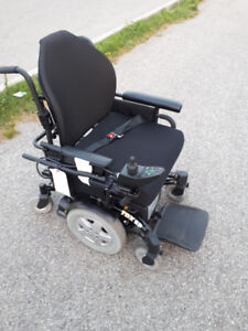 Invacare TDX electric wheelchair - Like new used only few times