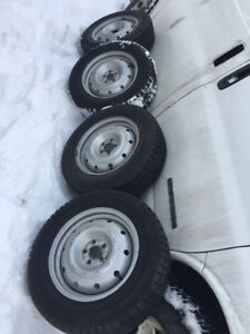 Winter tires With mags on like new 245/70R17 chevrolet