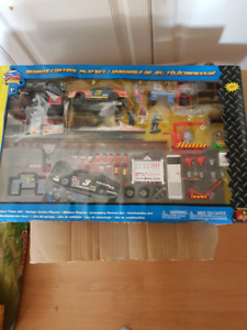 Remote control race car playset