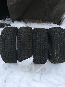 J'ai 4 pneu a clou