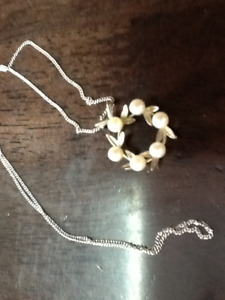 White Gold pendant with 6 pearls and chain