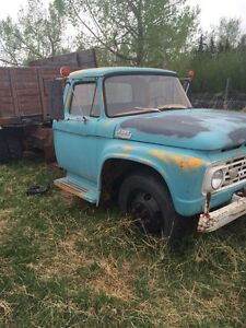 1964 Ford F600 With Hoist and Box- Strong 352 engine
