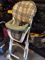Lot pour bébé : chaise haute, Moïse, literie