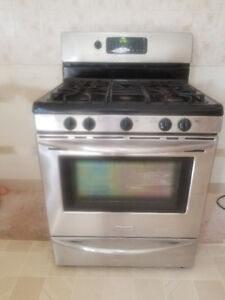 Stainless steel Frigidaire 5-burner Gas Convention stove