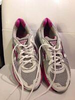 Brooks GTS I2 running shoe