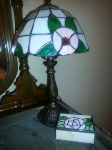TIFFANY STYLE LAMPS AND JEWELLERY BOX