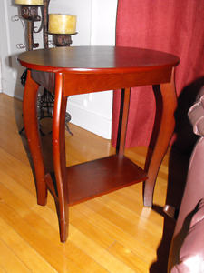 Beautiful Wood Accent /Side Table