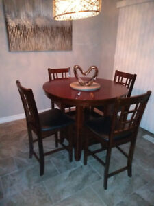 STUNNING PUB HEIGHT WOODEN TABLE SET WITH 6 CHAIRS