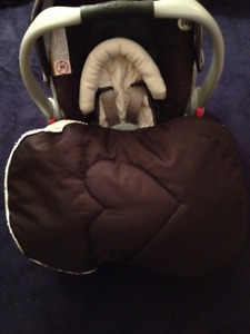 Graco Click Connect 30 with Base, Cuddle bag, and accessories