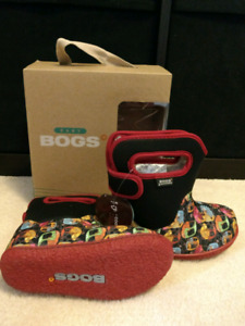 BNIB Boys / Girls Baby Bogs - Size 9