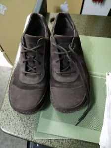 Men's size 10 Patagonia Leather shoes