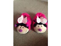 Fuffy butterfly slippers