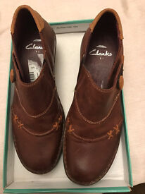 Brown leather Clarks size 5 shoes