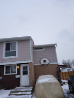 2 rooms available in Brampton home.