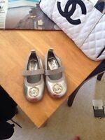 CUTE! Micheal kors girls shoes! Size 7
