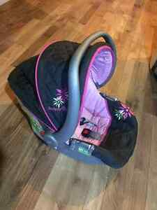 Girls carseat - infant Cambridge Kitchener Area image 1