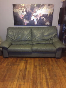 Set of Italian leather couch and loveseat West Island Greater Montréal image 2