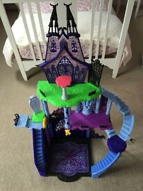 Monster high catacombs house and accessories