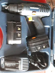 Mastercraft cordless drill 12 volt with extra battery in case
