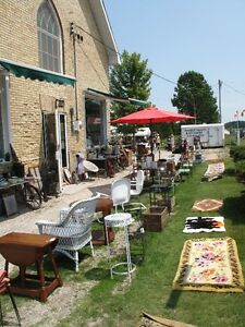 SUNDAY ANTIQUE COLLECTABLES FLEA MARKET at SAUBLE BEACH ANTIQUES