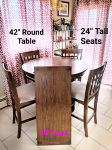 """Round Kitchen table 42"""" + Leaf & 4 Chairs"""