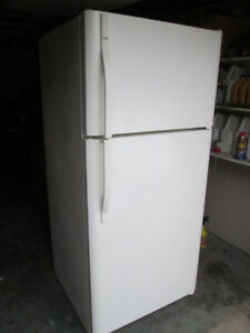 Kenmore Fridge - 18.1 cubic feet