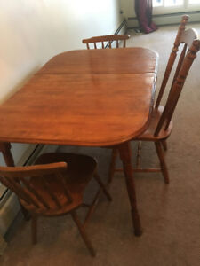 Solid dinning table with 3 chairs .pickup only