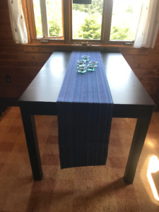 Dining room table with two leaves and six chairs