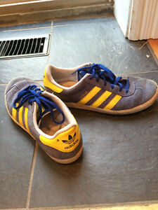 Shoes - Adidas size 4 US (big kids) - $5 (Leslieville)