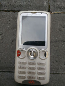 Sony Ericsson W810i Cell Phone