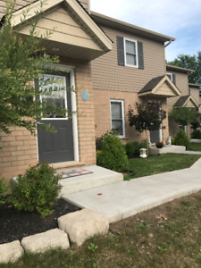 For Rent 3 Bed 2 Full Wash Townhouse in Welland