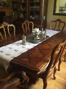 Beautiful Tuscany style Ethan Allen solid wood dining set