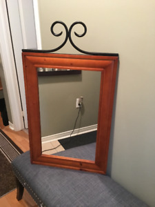 CLASSIC WOOD MIRROR WITH BLACK METAL ACCENT