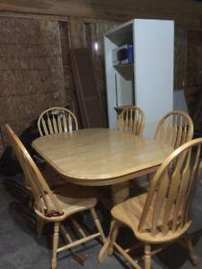 oak pedestal dining table with 2 additional leaves and 6 chairs