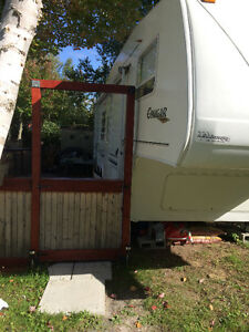Roulotte fifth wheel kingston cougar 30pied installé