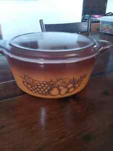 """Vintage Pyrex """"Old Orchard"""" 475 Casserole with Lid"""